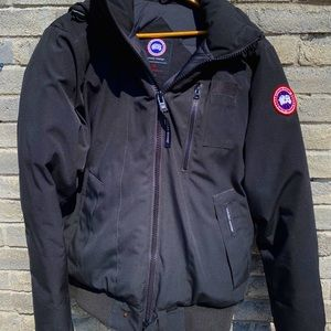 Men's Canada Goose bomber.Black with fur hood L